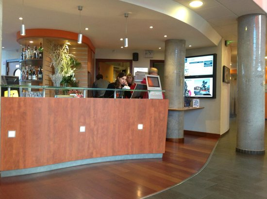 Novotel Suites Lille Europe hotel: Reception
