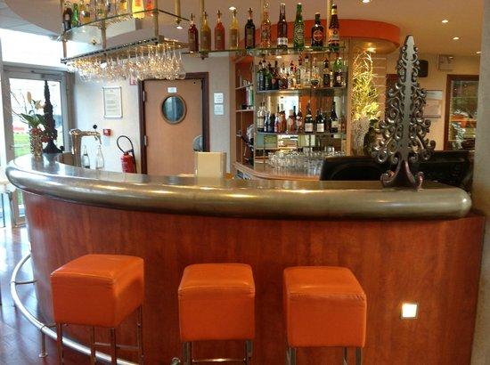 Novotel Suites Lille Europe hotel: Bar