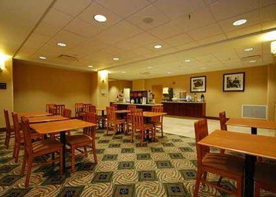 Hampton Inn Grand Island: Free Hot Breakfast dining area