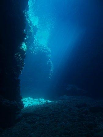We Shall Sea Scuba Dive: cave lights