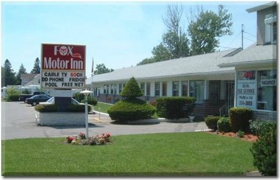 Fox Motor Inn: Front side area