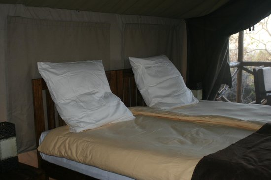 Maweninga Camp: Tent accomadations
