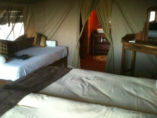 Maweninga Camp: Inside tent