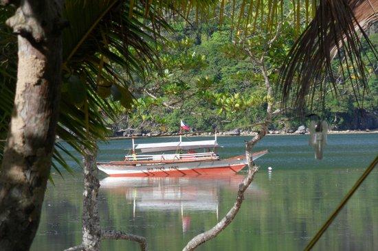 Majika's Island Resort: Beach / Majika Boat