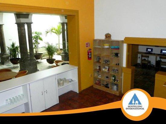 Hostel Guadalajara Centro: Huge eqquiped kitchen