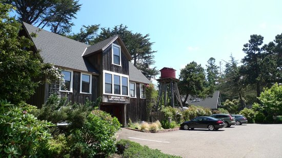 Glendeven Inn Mendocino: the view as you drive in