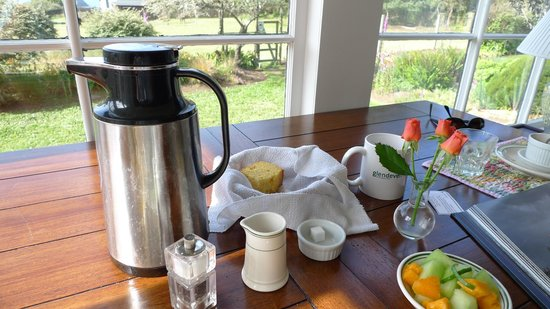 Glendeven Inn Mendocino: breakfast in the main house