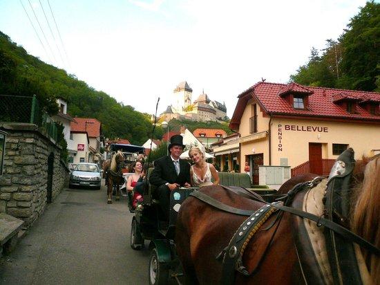 Pension Bellevue: wedding at Karlstejn