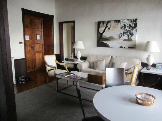 Isla Baja Suites: Living