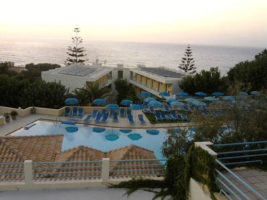 Hotel Rethymnon Mare: What a view! The climb to the room was well worth it!