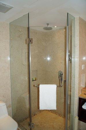 Howard Johnson Jindi Plaza Datong: business suite
