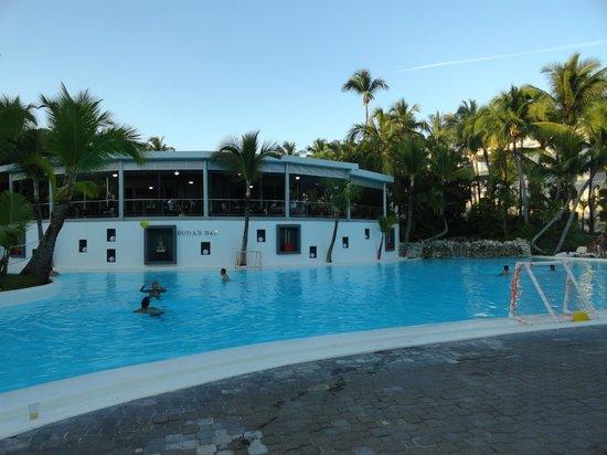Hotel Riu Naiboa: area piscina