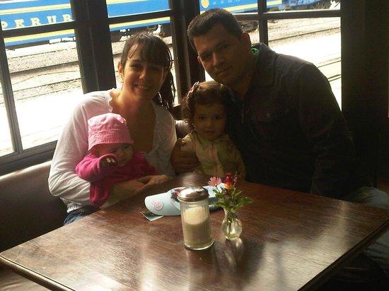 El Albergue Ollantaytambo: Sentados en el restaurante