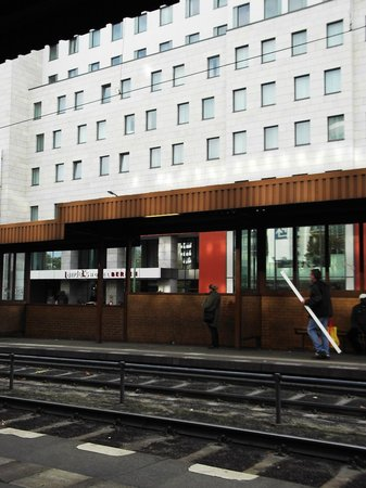 Vienna House Andel's Berlin: Evidence: tram stop - literally a minute away from the hotel