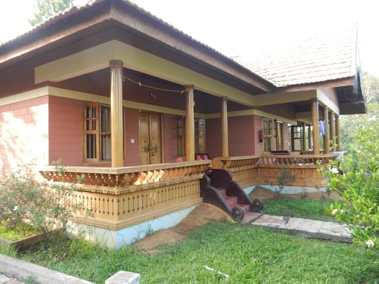 Ayurveda Yoga Villa: Big room with large porch