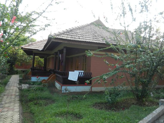 Ayurveda Yoga Villa: waterfront cottage