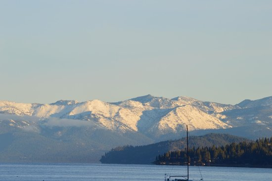 Tahoe Lakeshore Lodge and Spa : View from the beach