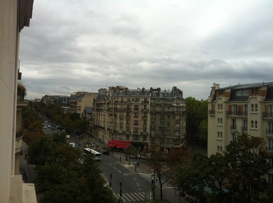 Hotel De La Paix Montparnasse: The view from our room