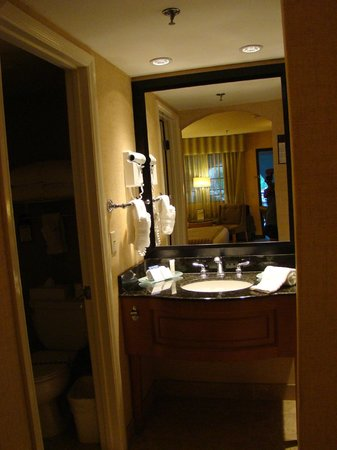 Best Western Plus Las Brisas Hotel: Sink area