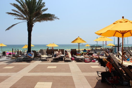 Hilton Sandestin Beach, Golf Resort & Spa: Spacious Pool Patio