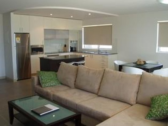 Watermark Hervey Bay: Living and kitchen area