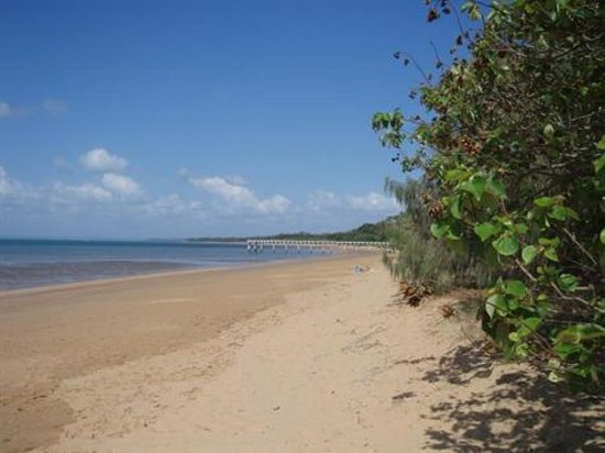 Watermark Hervey Bay: Scenic deserted beaches across the road