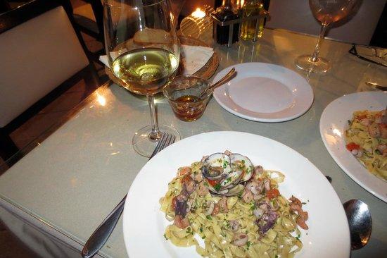 Sapori Di Sicilia: Handmade pasta with fresh seafood