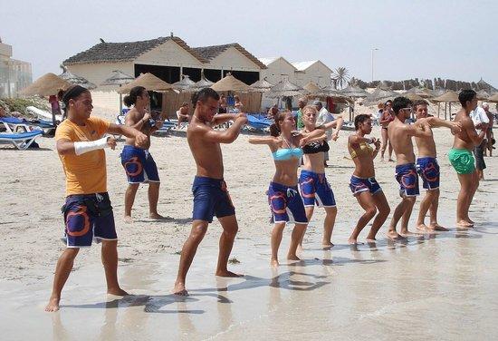 Djerba Mare: i balli di gruppo con i fantastici animatori