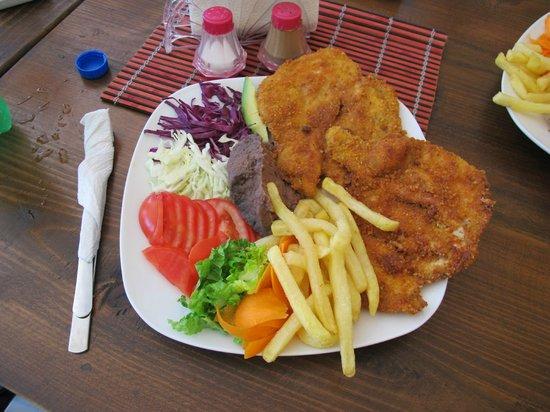 Q' Bravo: Chicken breast dinner - my fav