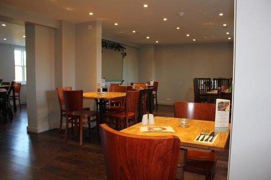 The Dukes Head: Modern side restaurant 2
