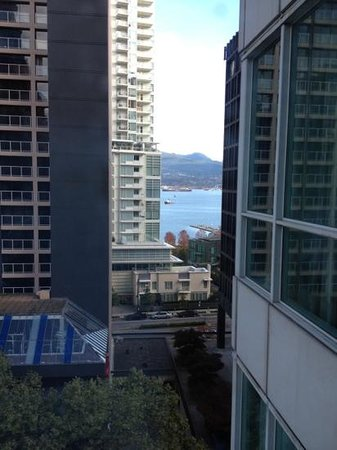 Vancouver Marriott Pinnacle Downtown Hotel: obstructed view of the waterfront from the room