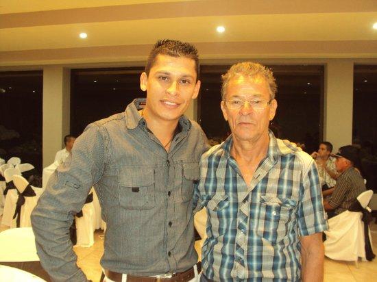 Hotel Montana de Fuego Resort & Spa: Mi esposo con Jeffrey De Guest Service