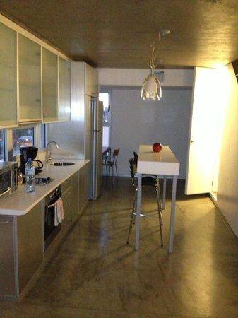 Hollywood Suites & Lofts: Kitchen in Loft