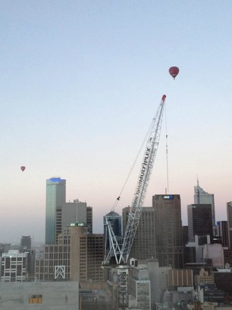 Grand Hyatt Melbourne: Hot air balloons in the morning