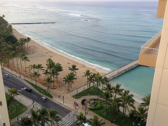 Aston Waikiki Beach Hotel: View of the end of Waikiki Beach from the room