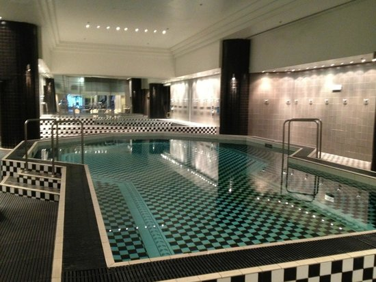 Grand Hyatt Melbourne: Spa pool is very large
