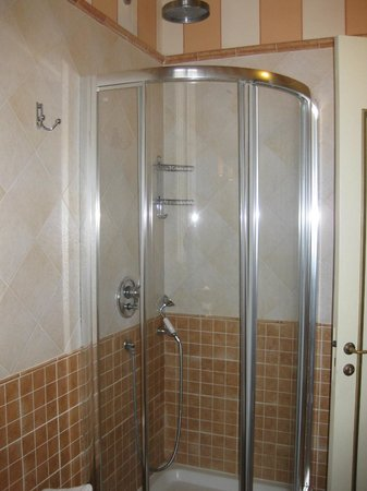 Relais San Lorenzo: Shower