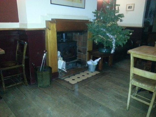 The Harrison Gastro Pub and Hotel: la cheminée dans le pub restaurant
