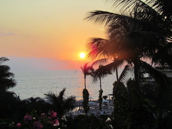 Velas Vallarta Suite Resort: sunset from balcony
