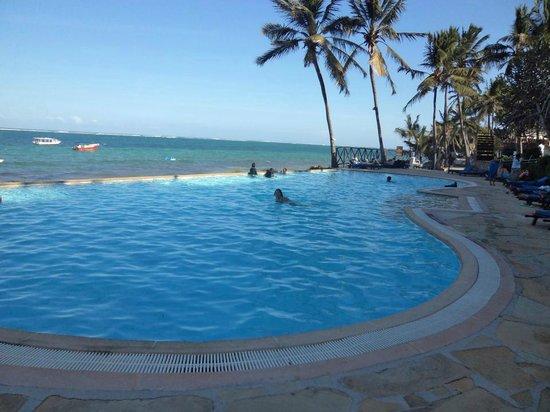 Voyager Beach Resort: çok güzel havuzları var.Denız sabah çekılıyor öğleye doğru tekrar kıyıya gelıyor.med cezır.
