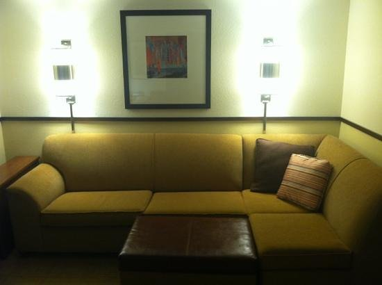 Hyatt Place Columbus Dublin : sectional sofa & nice lighting