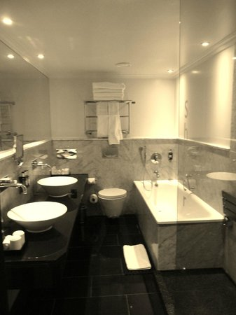The May Fair Hotel: Family Room Bathroom