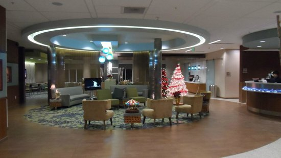 SpringHill Suites Anchorage University Lake: Lobby and Breakfast Area