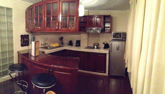Peru Star Apartments Hotel: the kitchen area of the suite