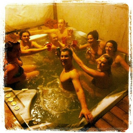 Hemlock Hollow Mountain Accommodations: Hot tub for 10