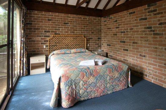 Avoca Beach Hotel & Resort: Villa Main Bedroom