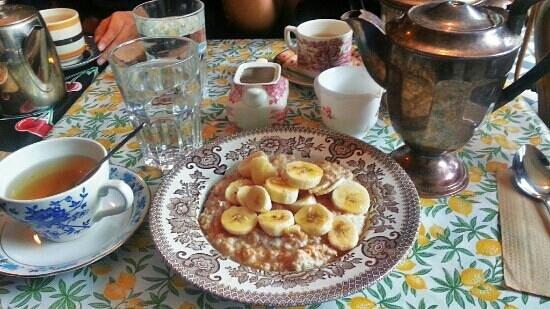the Cake Cafe: Of tea and banana porridge.