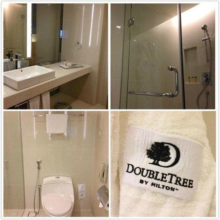 DoubleTree by Hilton Hotel Kuala Lumpur: Bathroom