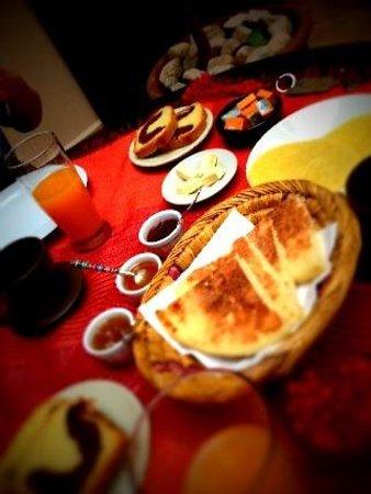 Riad Boussa: 毎朝違う焼き立てパン