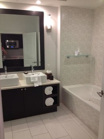 Provident Doral at The Blue Miami: Bathroom Part I